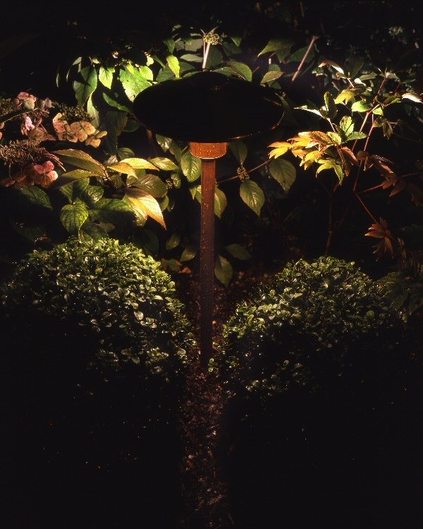 Spread lighting garden feature
